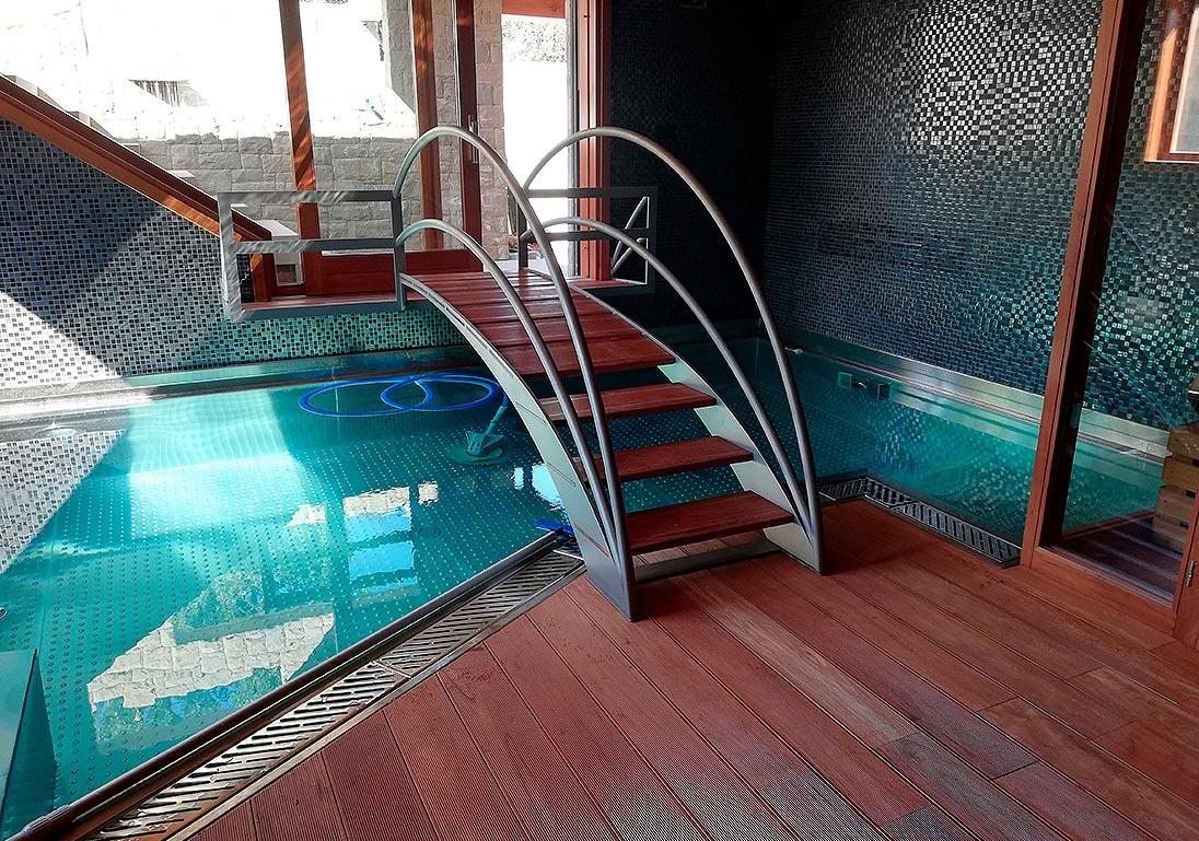 piscina-de-acero-inoxidable-pasarela-madera-002