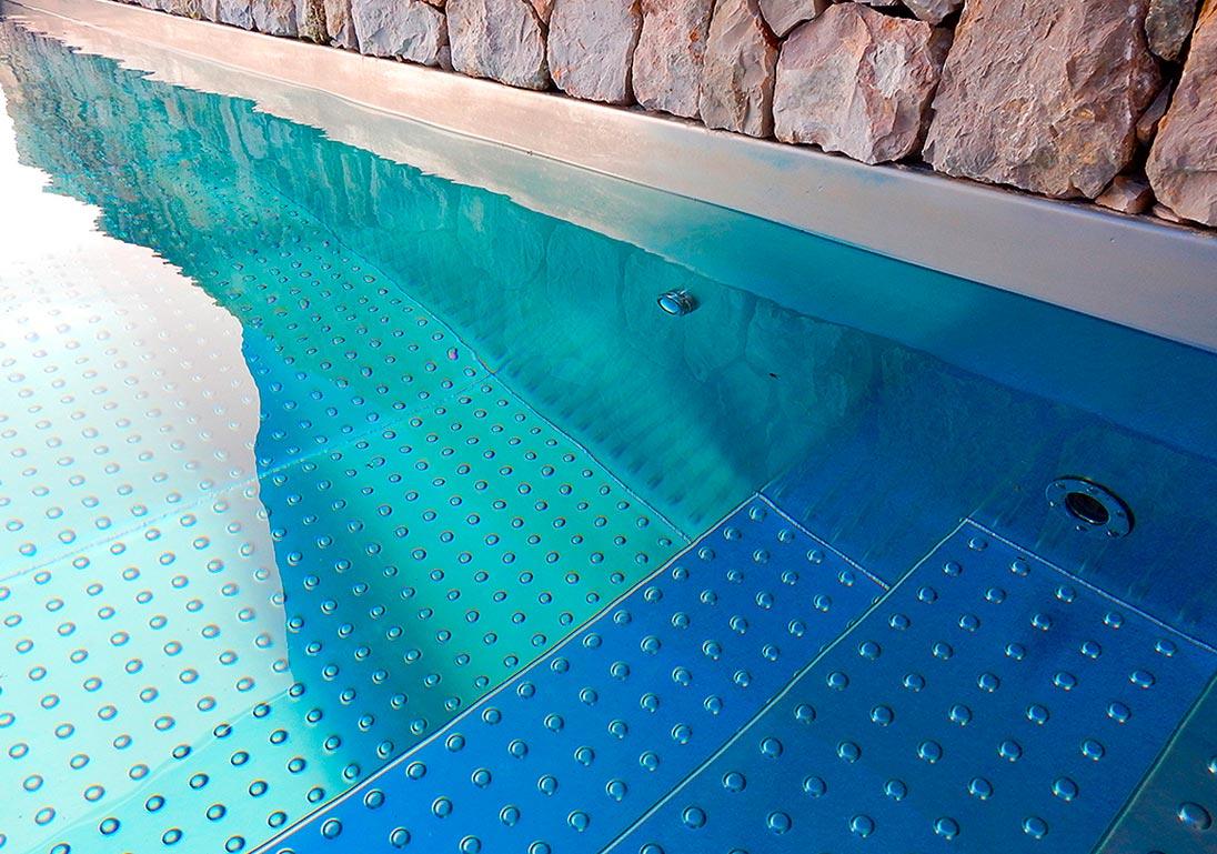 piscina-de-acero-inoxidable-escalera-interior-001
