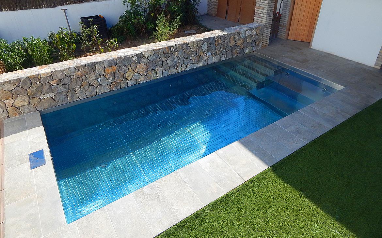 piscina-de-acero-inoxidable-en-jardin-2401