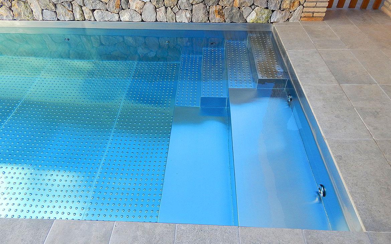 piscina-de-acero-inoxidable-en-jardin-7113