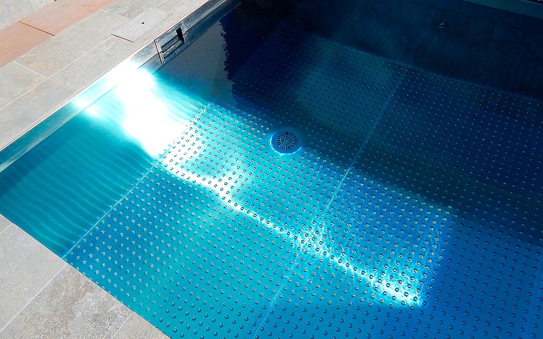 piscina-de-acero-inoxidable-en-jardin-9096